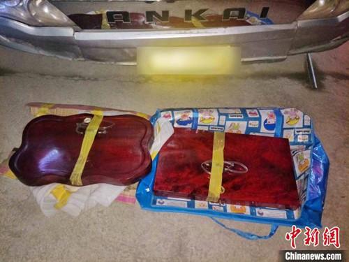 云南普洱边境管理支队连破2起毒品案 缴毒逾7公斤