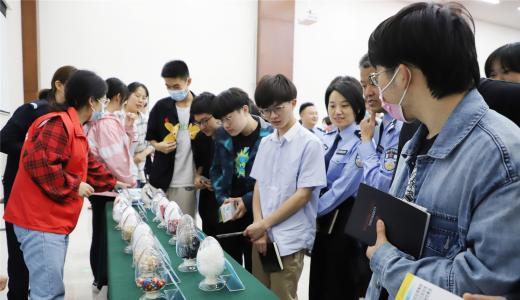 禁毒宣传走进郑州中学 为无毒青春保驾护航