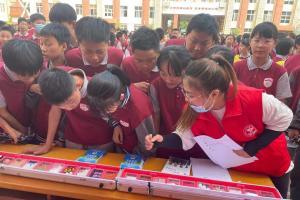 郑州禁毒社工开展禁毒宣传进校园活动