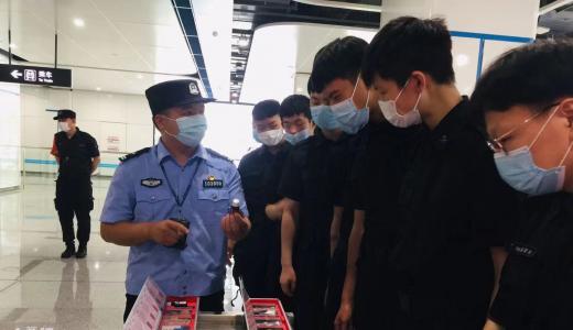 郑州警方开展禁毒宣传教育进地铁活动